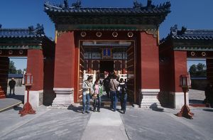 China, Beijing, Tourists at Imperial Sacrificial Altar Temple of Heaven
